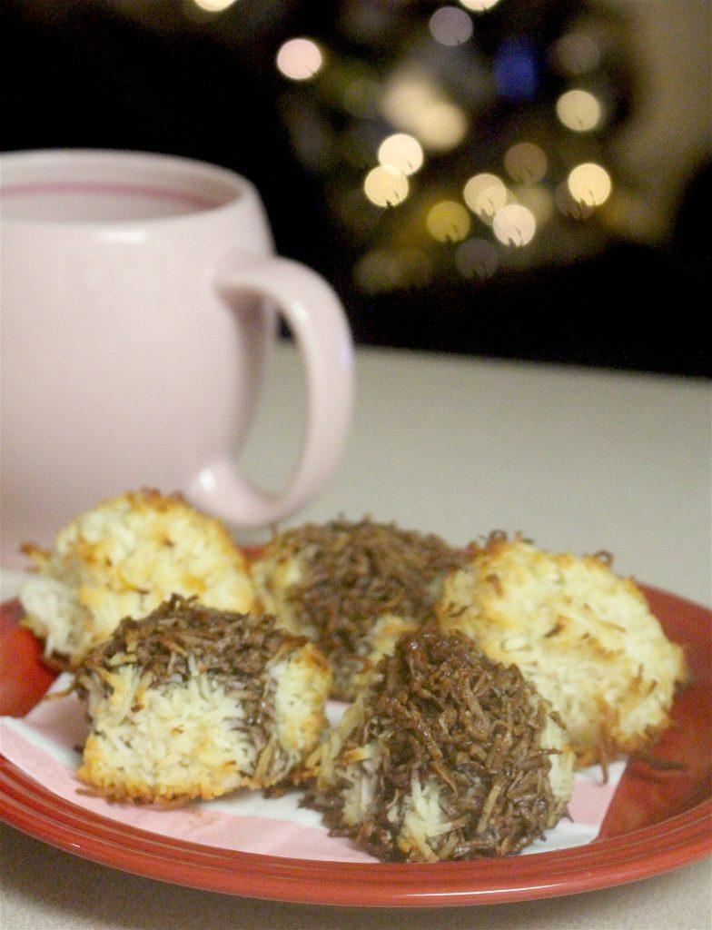 panzaavenue.com coconut macaroon with chocolate drizzle